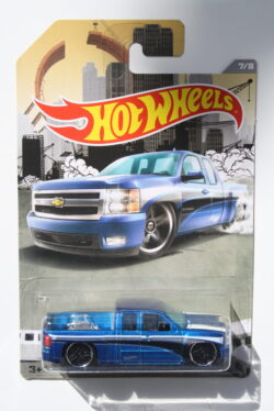 Hot Wheels Chevrolet Silverado - Blue 1:64