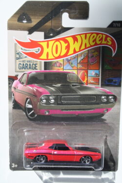 Hot Wheels Dodge  1970 Hemi Challenger - Pink Hot Wheels Garage 1:64