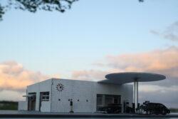 I-fabriek Dänish gas station DIY Diorama Kit 1:64